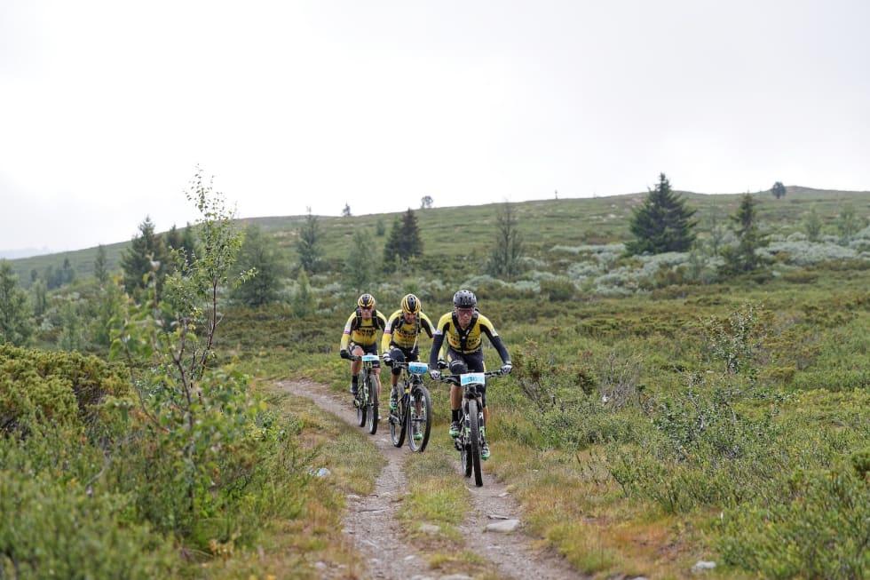Espen Helgesen, Jan Olav Beitmyren  og Ola Østvold vant lagkonkurransen i Offroad Valdres. Foto: Ola Morken