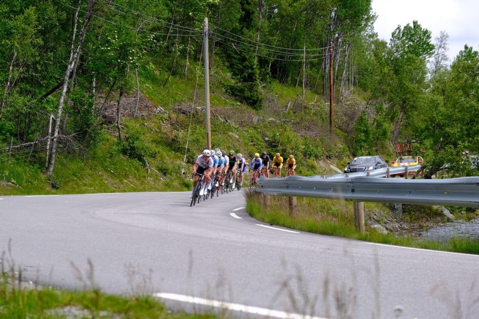 Ny gruppe rundt svingen. Foto: Mikkel Skretteberg/Sportsfoto.no