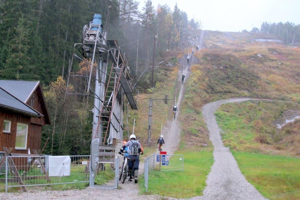Kjerringåsen DH lift - Petter Wilhelmsen 1400x933