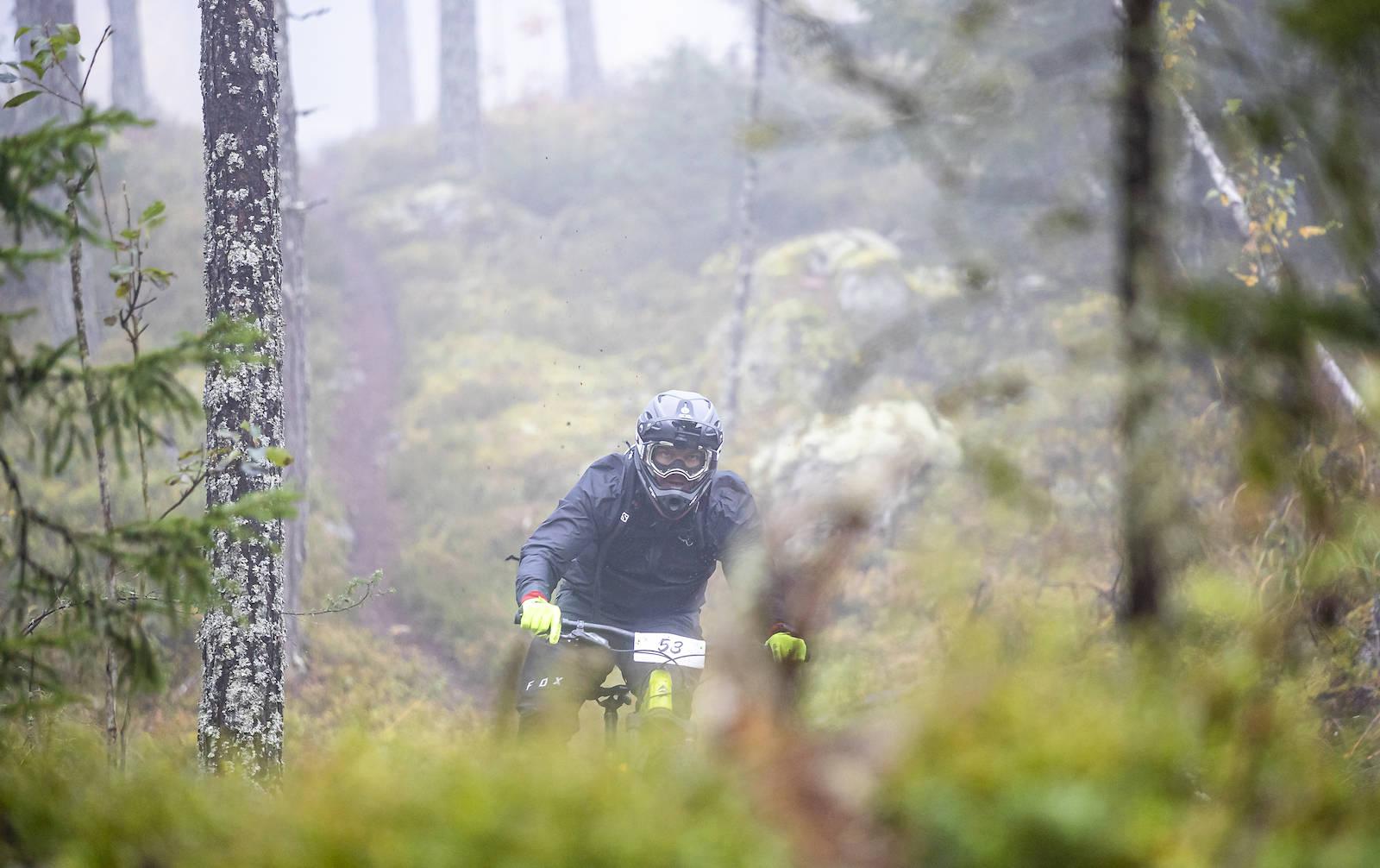 André Fjæra Bratli ut av tåka. Foto: Pål Westgaard