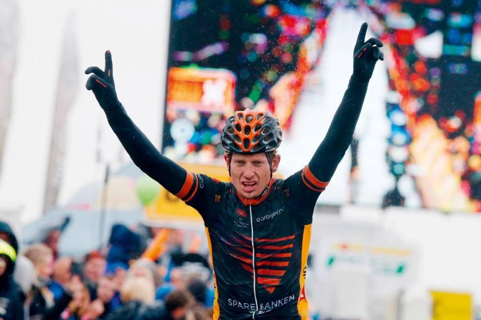Andreas Vangstad på sykkel