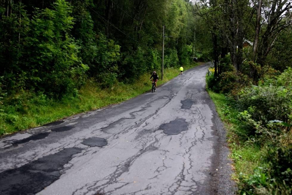 hull i asfalten i maridalen
