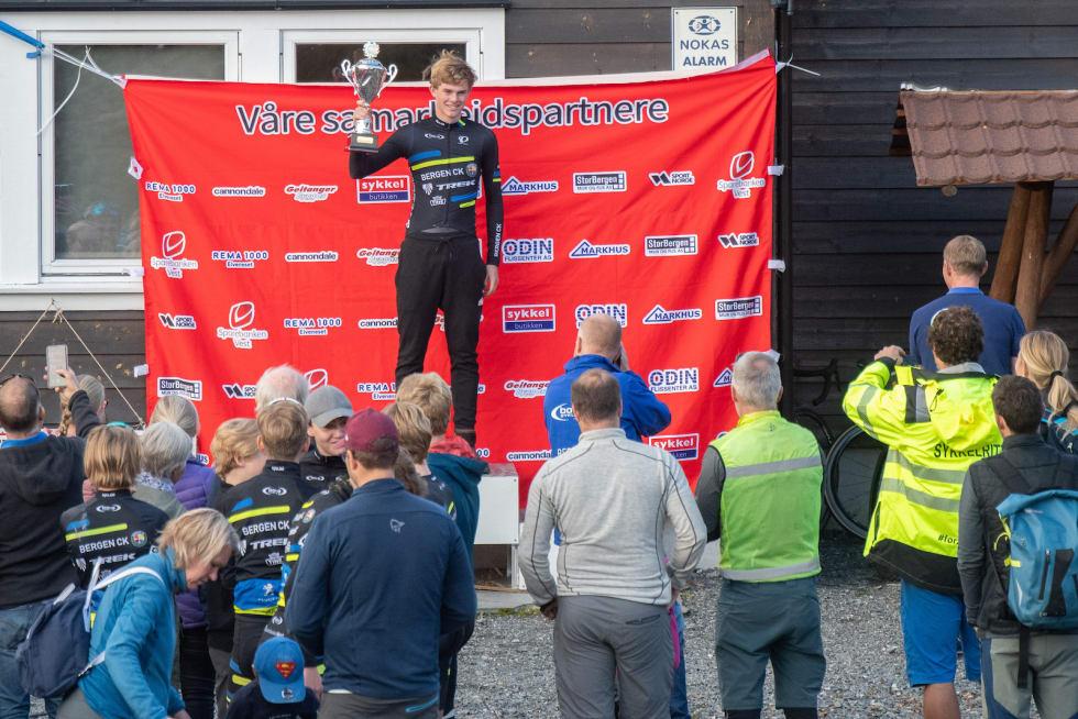 FANAHYTTEN OPP: Regjerende regionmester i NCF Vest Audun Gautestad var dagens raskeste. Foto: Cecilie Christensen