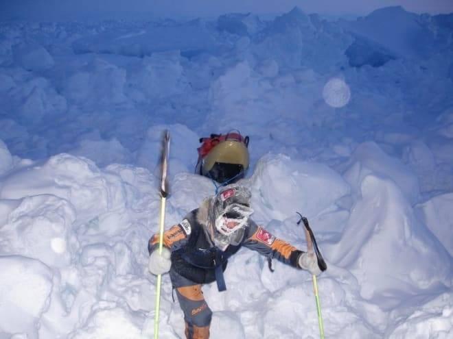 Her vasser Cecilie Skog og Rune Gjeldnes i skruis på vei mot Nordpolen. Foto: Privat