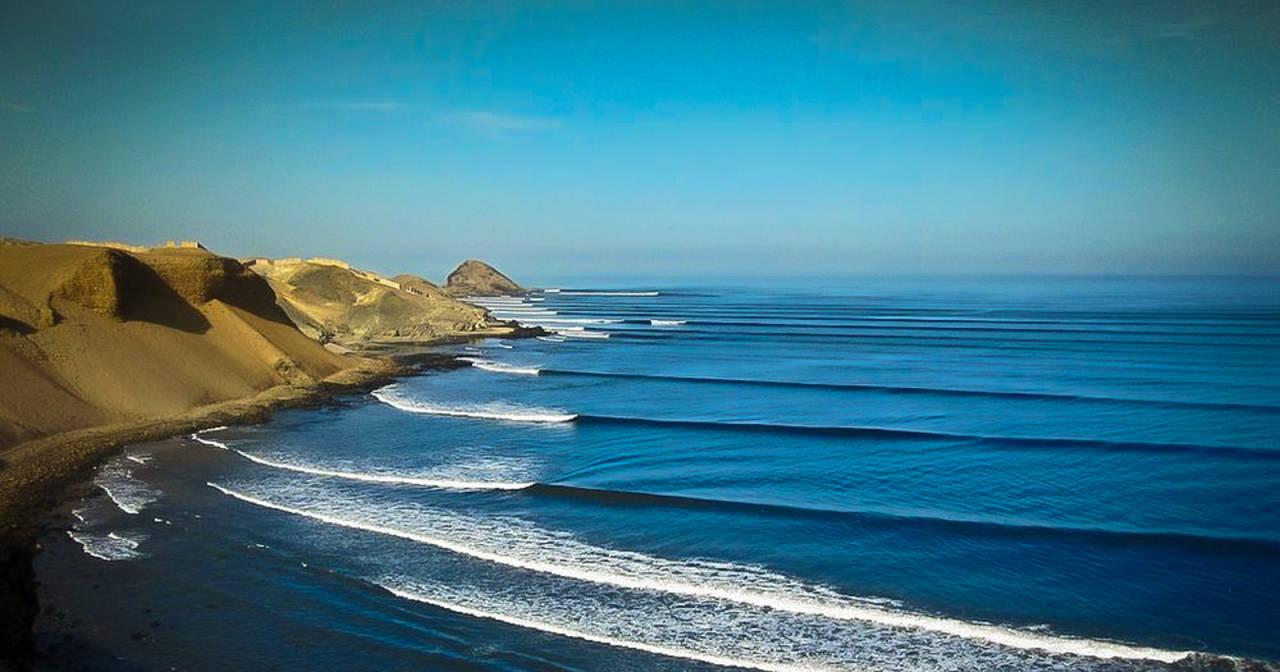 Chicama i Peru anses å være verdens aller lengste bølge som bryter i havet.
