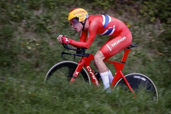 KLAR FOR WORLDTOUREN: Andreas Leknessund bytter ut Uno-X-trøyen med Team DSM-trøyen i 2021. Han skal imidlertid fremdeles sykle i den norske mestertrøyen på tempo. FOTO: Cor Vos