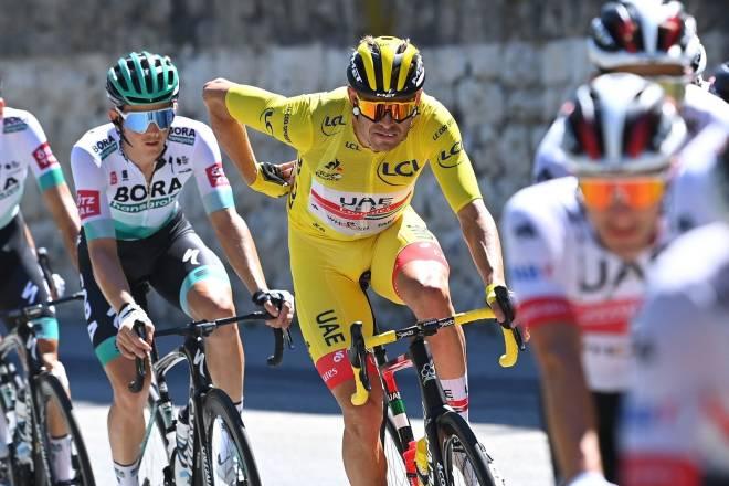 I GULT: Alexander Kristoff fikk sykle i den gule ledertrøyen på den andre etappen i fjorårets Tour. FOTO: Cor Vos