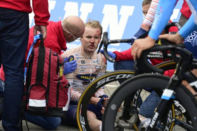 SMELL: August Jensen ble kjørt i bakken av Pascal Anckermann i Scheldeprijs, og endte sesongen med hjernerystelse. FOTO: Cor Vos