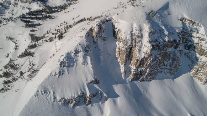 LEGENDARISK SPOT: Corbet´s coloir i Jackson Hole midt i bildet.