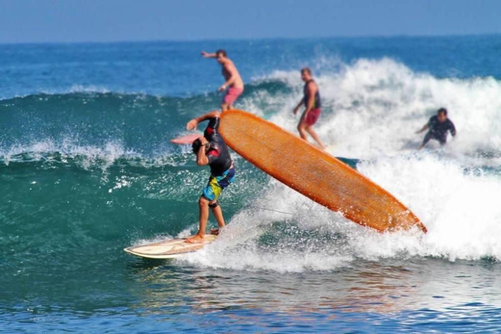 Løse surfbrett er farlige.