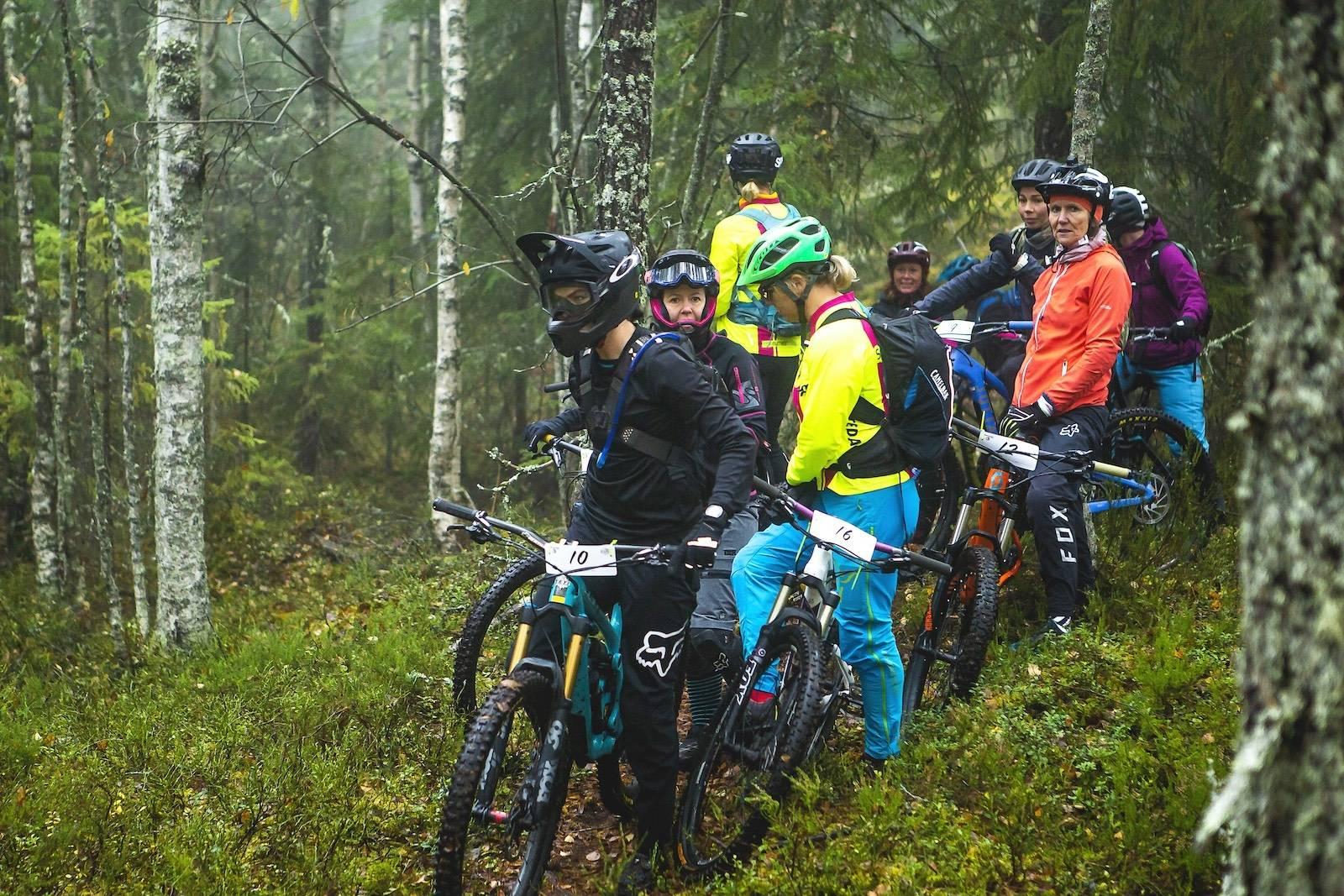 Damene klare til start. Foto: Pål Westgaard