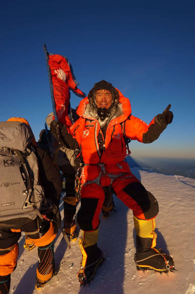 Dawa-Tenjin-på-toppen-av-K2