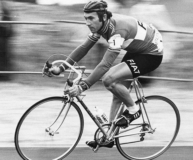 eddy merckx verdens beste syklist med pølsehjelm