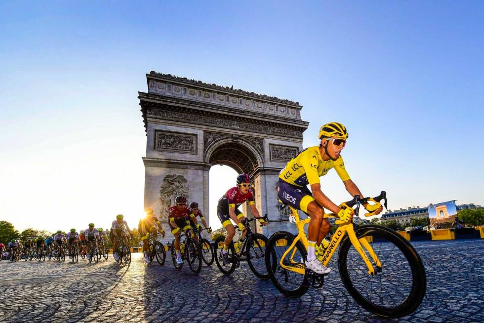 egan bernal sykler på champs elysees