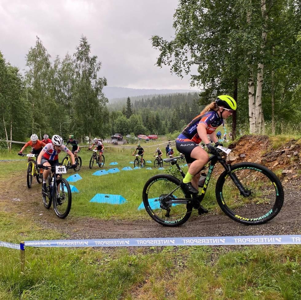Elisabeth Sveum leder foran Marit Sveen og Helene Fossesholm