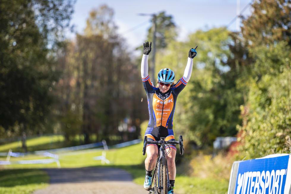 SEIER: Elisabeth Sveum vant Norgescupåpningen Føyka-kross i Asker med over halvminuttet til tross for punktering og hjulbytte. Foto: Pål Westgaard