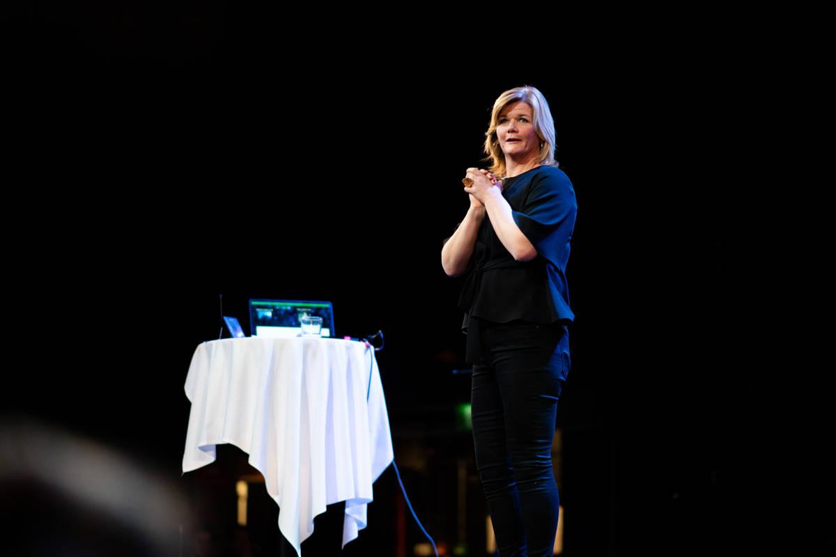 LINDMO-SHOW: Anne Lindmo var med på å dra opp stemningen. Foto: Kyle Meyr