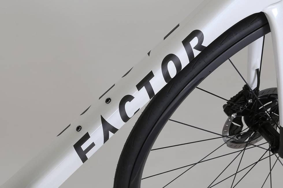 Factor-02-2020-road-bike-pearl-white-miami-blue-6