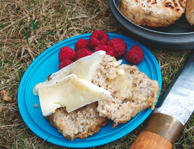 ferske-scones-med-brie-og-baer-crop1280