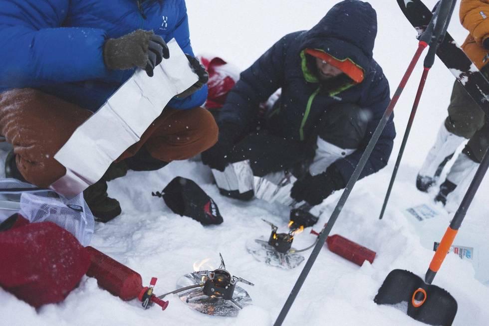 FROKOST: Prosessen med å få snø til å blil vann. Foto: Kristoffer H. Kippernes