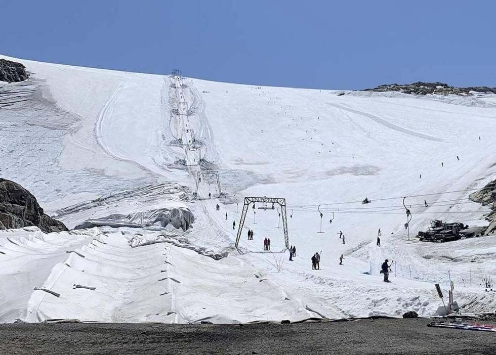Fonna glacier ski resort guide ski tips guide fri flyt snowboard park twintip