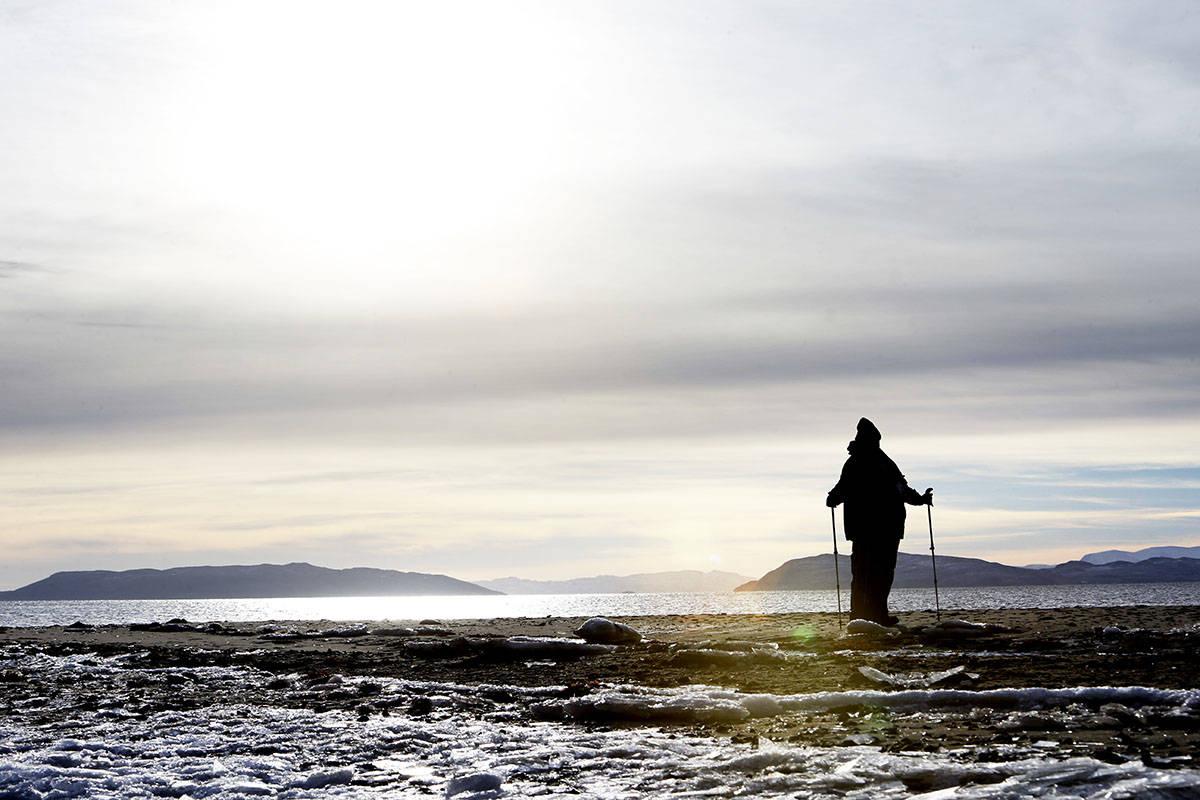 STILLE, STILLE: Hvalrossodden i Mørkefjorden fikk navnet sitt 1906 av en dansk ekspedisjon som slaktet 11 hvalrosser her. Foruten hytta som i dag brukes av det danske militæret, er det ingenting her. Foto: Paal Audestad