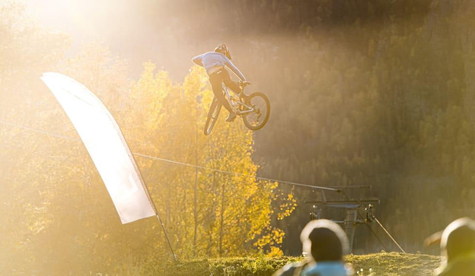Grunde Kvålseth vant Whip Off stort hopp. Foto: Gisle Johnsen/Hafjell Bike Park