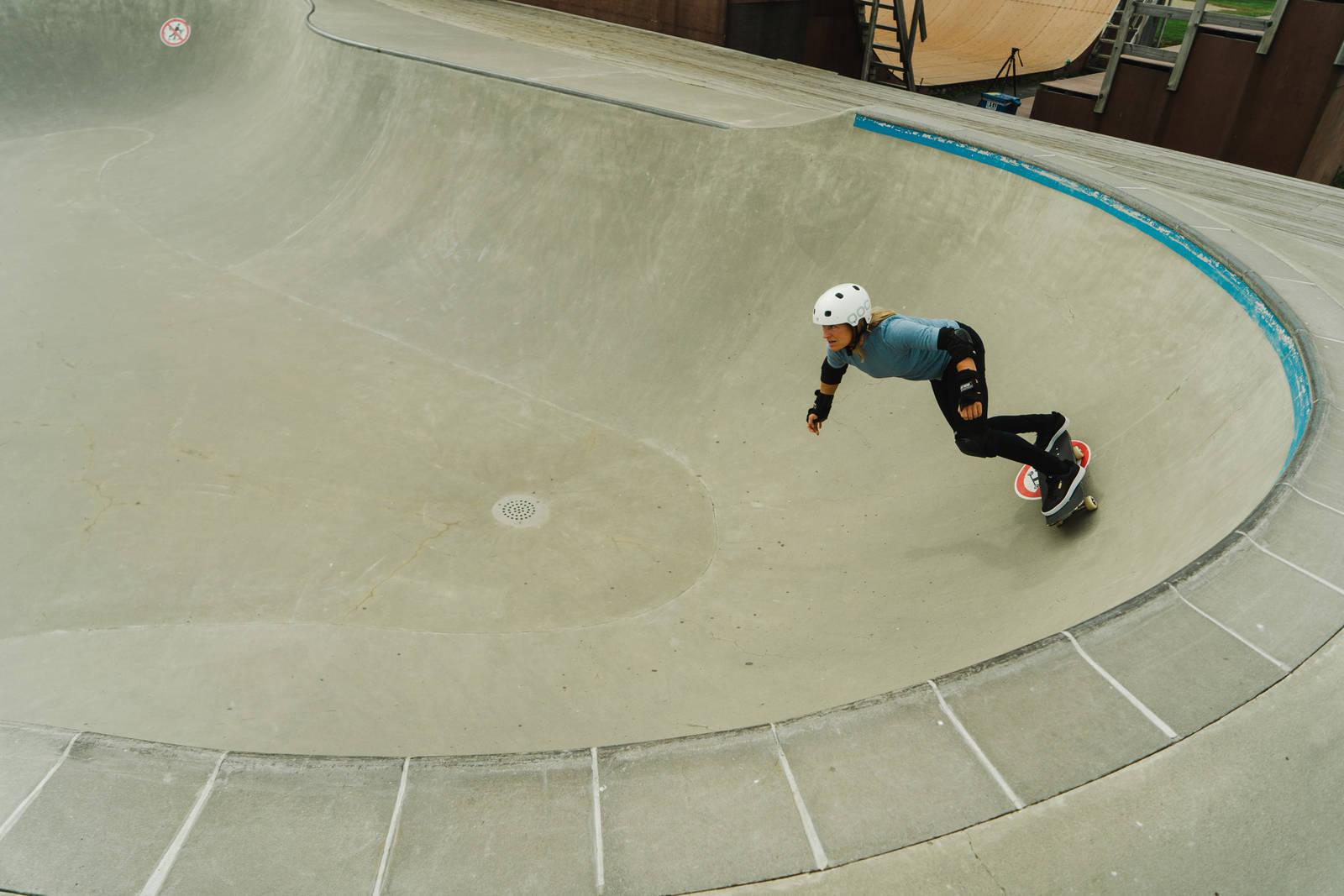 Skate i bowl er den nyeste greia til Hedda Berntsen - en fri sport som gir stor avkastning i form av mestringsglede.