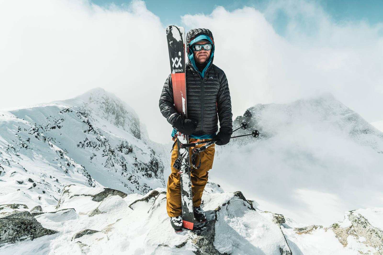TAKET AV NORGE: Stian Hagen har flere ganger gått til toppen av Galdhøpiggen fra Juvasshytta. Den ligger på hele 1841 moh, slik at du sparer en del høydemeter - hvis det skulle være interessant. Bilde: Christian Nerdrum