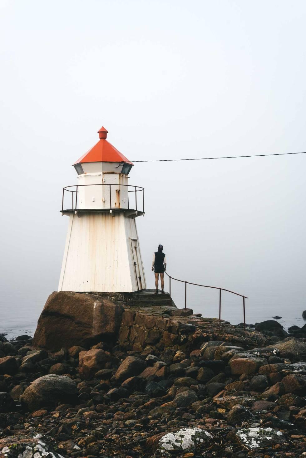 FOR ET FYR: Ved Pikesten kan du skue utover havet og fundere over livet eller noe.