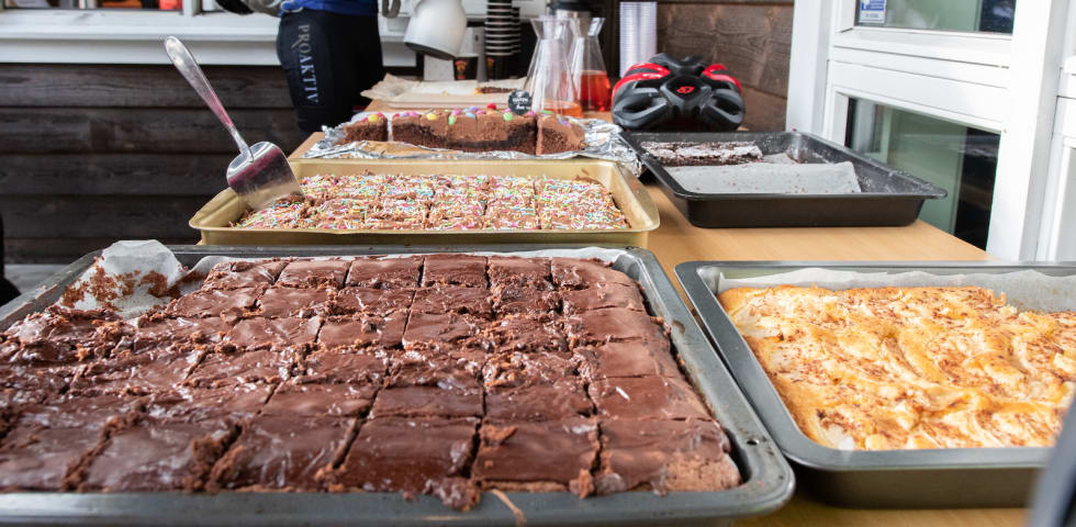 FANAHYTTEN OPP: Klart for kakefesten. Foto: Cecilie Christensen