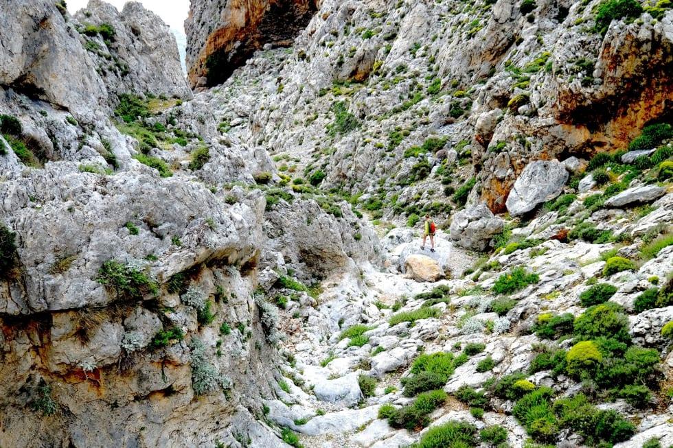KALYMNOS TRAIL: Kalymnos er en koselig og vakker øy. Stinettet er velegnetne for både vandring og løping, og klatrerne valfarter til øya om høsten.