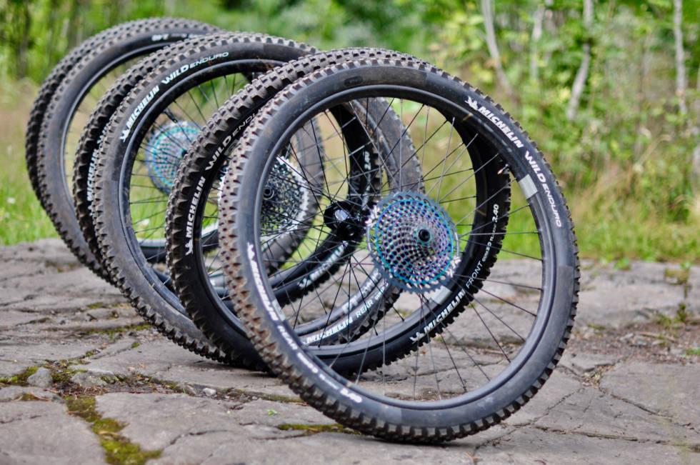 Tre par enduro-hjul i karbon