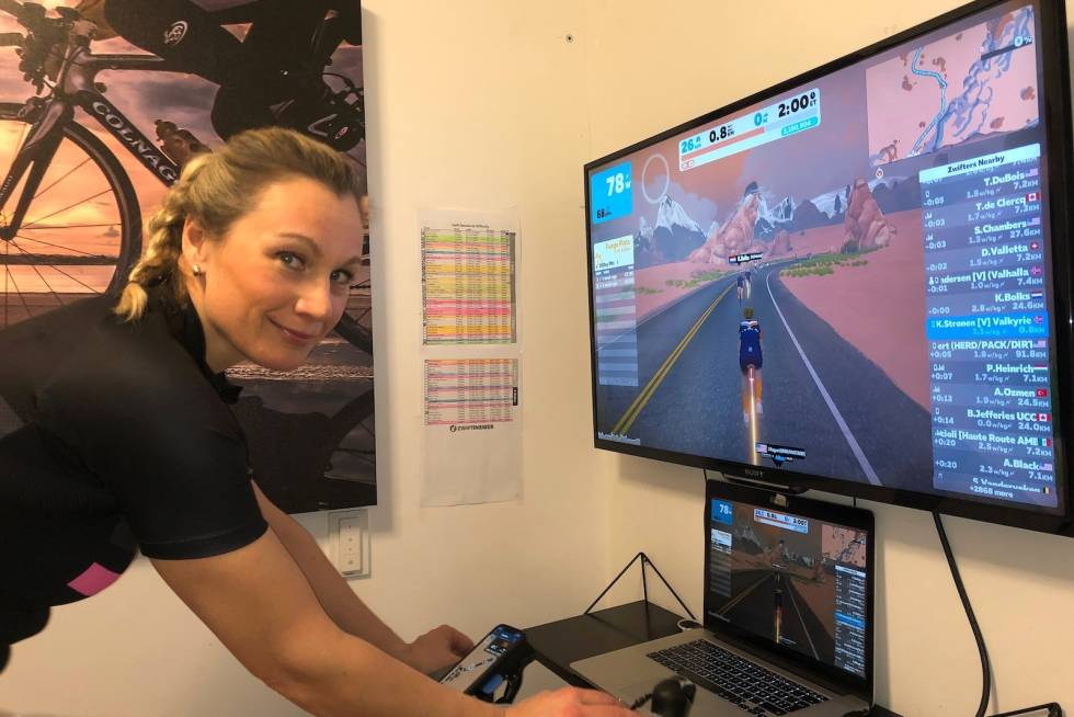 Karianne Strønen på Zwift Vikings damelag i Tour of Watopia