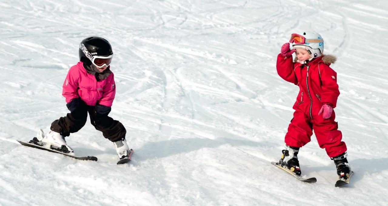 SLALÅM FOR DE MINSTE: Finnes det noe gøyere enn nedoverbakker om vinter? Foto: Erlend Sande