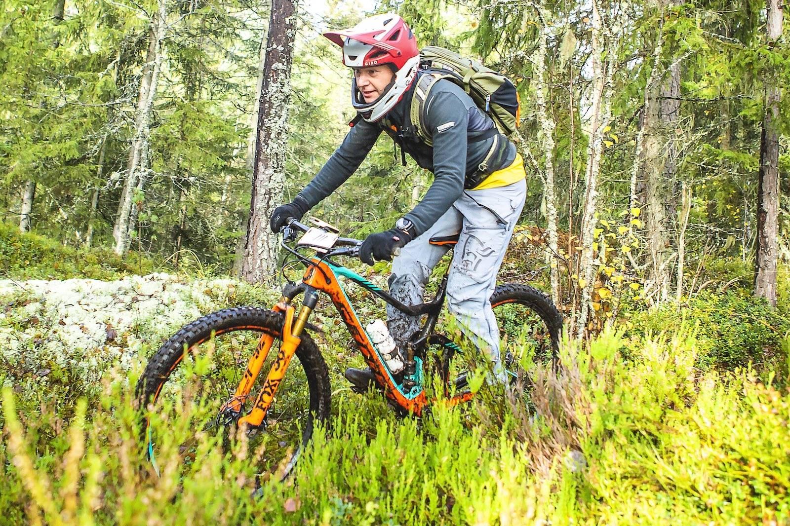 Knut Glad i fint dreiv gjennom skogen. Foto: Pål Westgaard