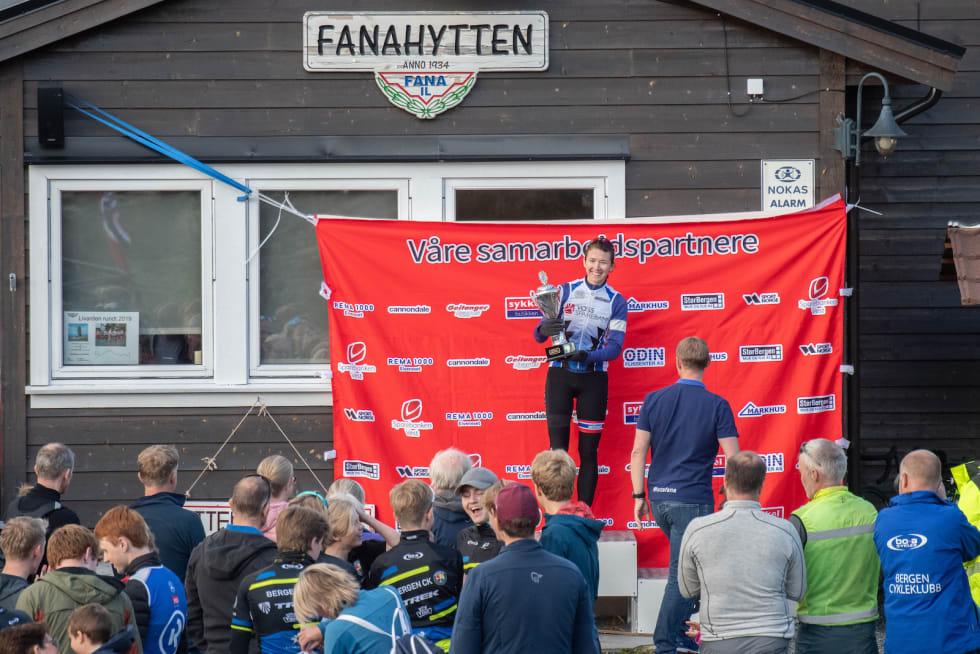 FANAHYTTEN OPP: ... Og Kristin Eidsheim Synnesøn var raskeste dame. Foto: Cecilie Christensen