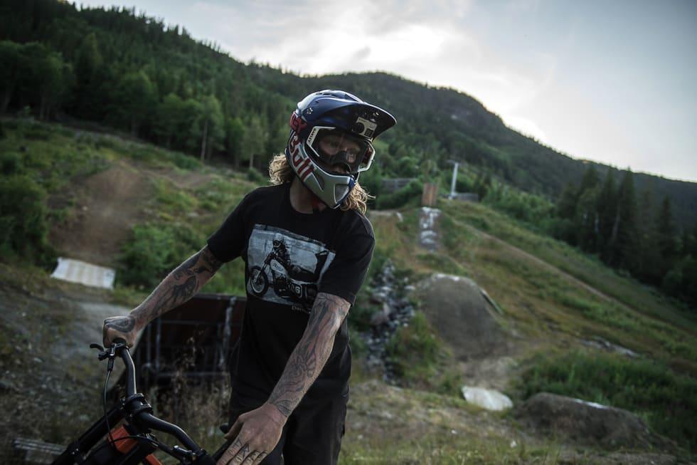 """Mads """"Makken"""" Haugen har  en smittende sykkelglede og er et forbilde for mange barn og unge. Nå får han sin egen sykklepark i hjembygda Vang i Valdres. Foto: Vegard Breie"""