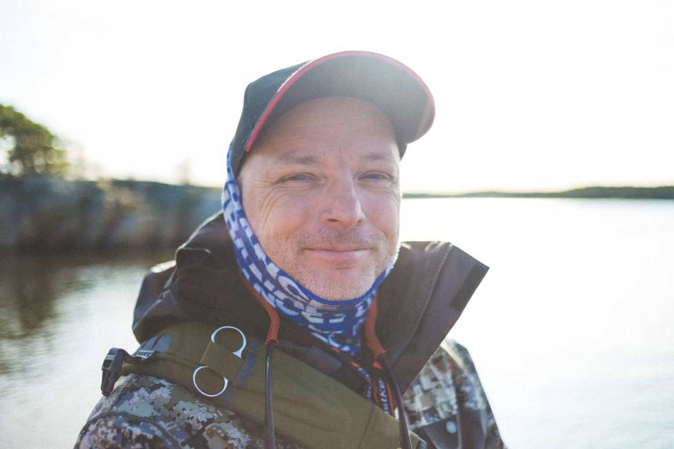 DELER KUNNSKAP: – Vern og forståelse av naturen er en viktig del av min friluftsopplevelse, sier Bjørn Tore Kjølholt. Foto: Kristoffer H. Kippernes