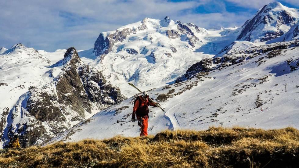 MYK START: Turen til Punta Giordani starter rett fra skisenteret. Her trekker Håkon isern nytte av det tynne snødekket og får noen enkle høydemeter.