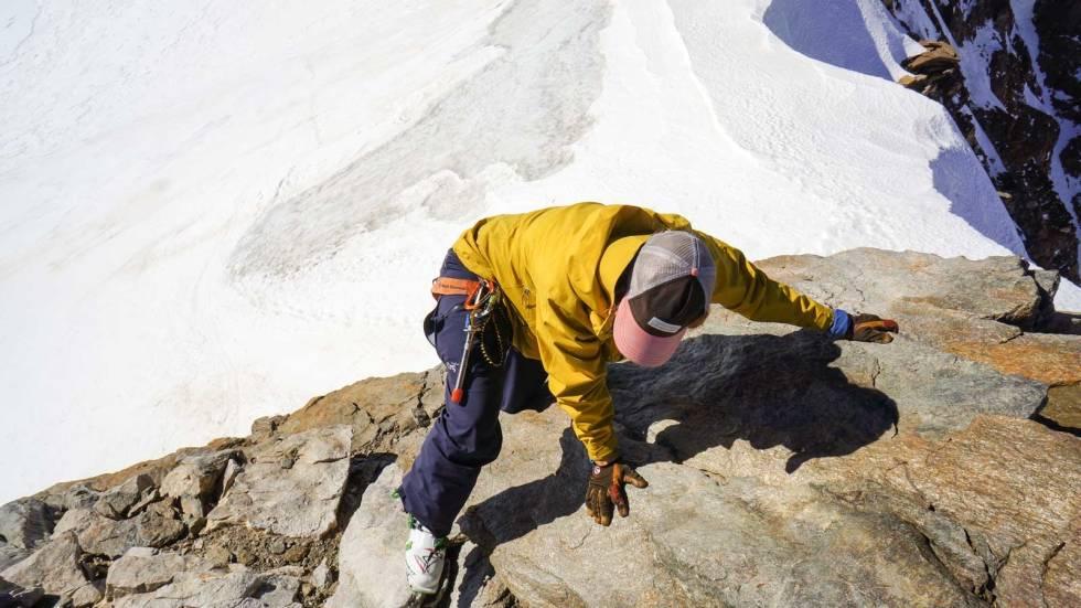 BULDRING I STIVE STØVLER: Hva slags Font-grad skal vi gi dette? Victoria Isern på de siste meterne mot selve Punta Giordani – uten ski, men med toppturstøvler.