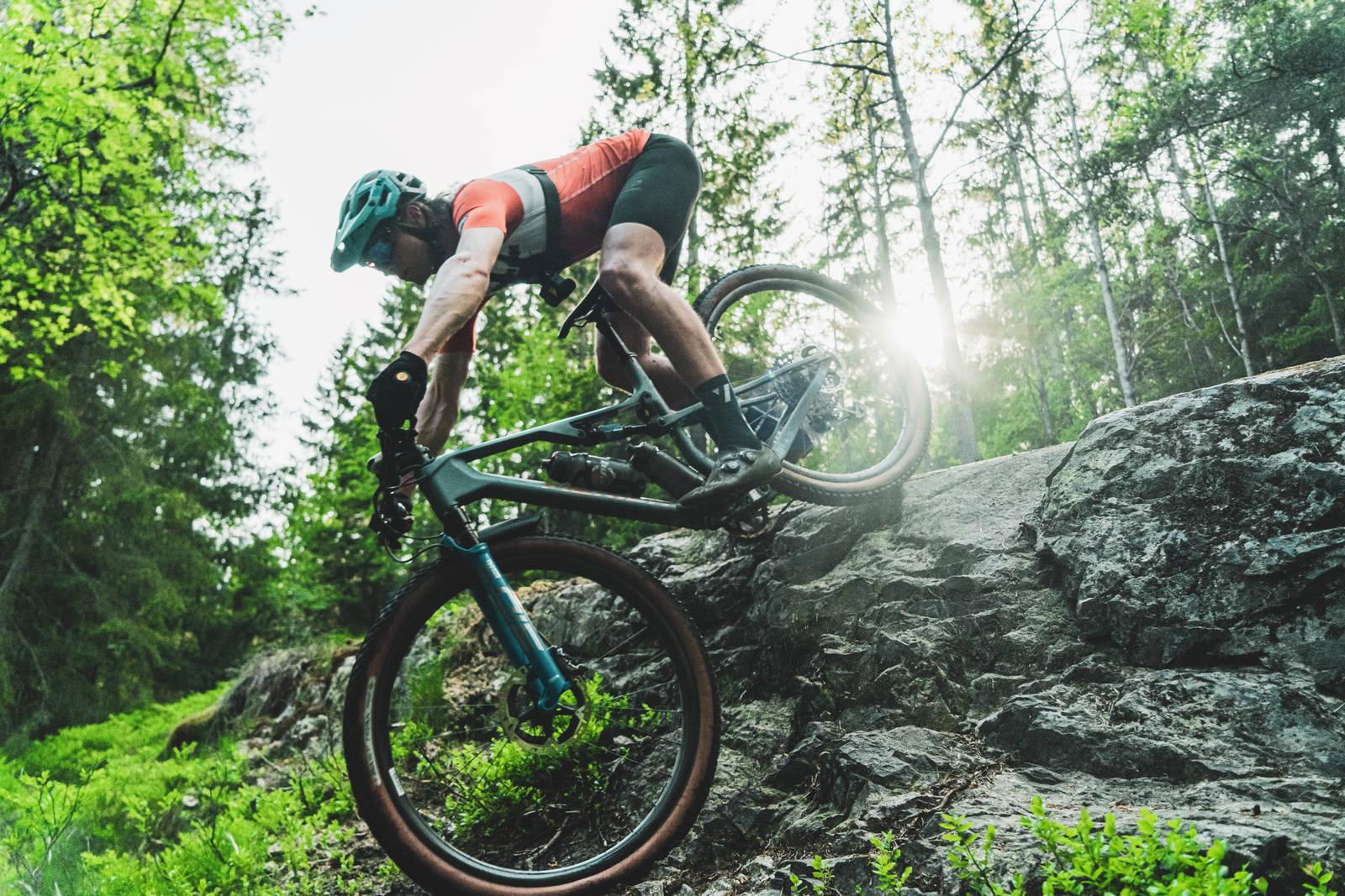 Nordmarka byr på mye - blant annet utfordrende sykling for drevne syklister som Simon Johansson. Bilde: Christian Nerdrum