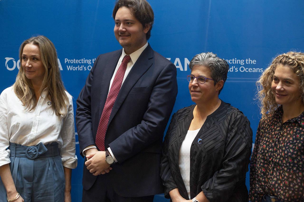 Alexandra Cousteau (venstre) sammen med statssekretær Jens Frølich Holte, Jaqueline Savitz fra Oceana og Cecilie Skog. Foto: Elin Fjelldal