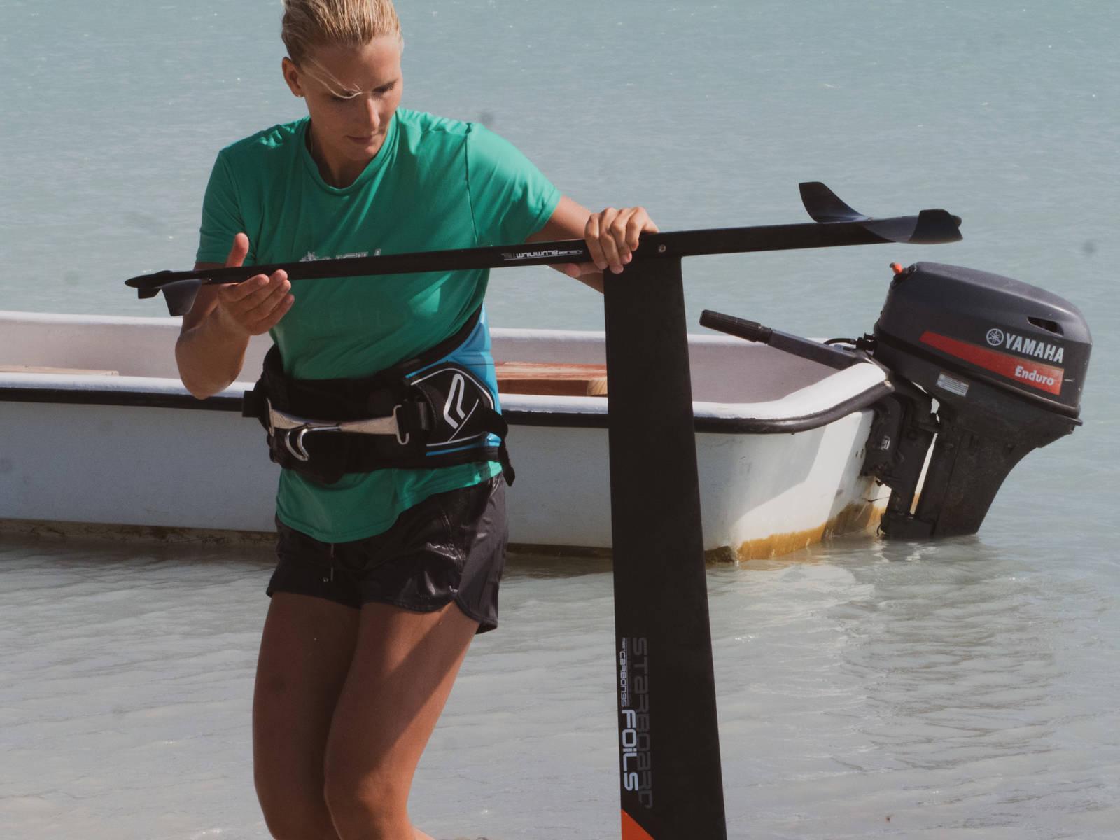 Oda Johanne Stokstad Brødholt er landets ledende windsurfer, og hun har kastet seg å foil-kjøret. Bilde: Privat