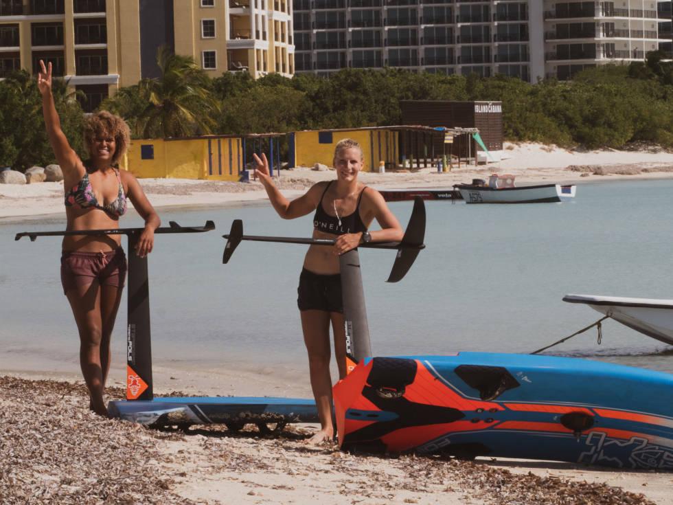 Teamkompis og verdensmester Sarah Quita Offringa og Oda Johanne kan klokke utallige timer på vannet sammen. Også på foil. Bilde: Privat