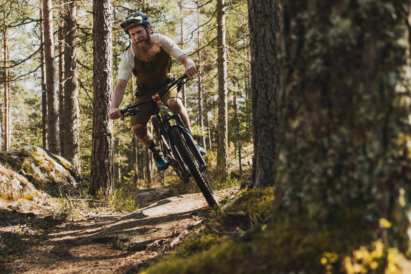 Sykkelekspert Øyvind Aas på hjemmebane et sted dypt inne i Østmarka. Bilde: Christian Nerdrum