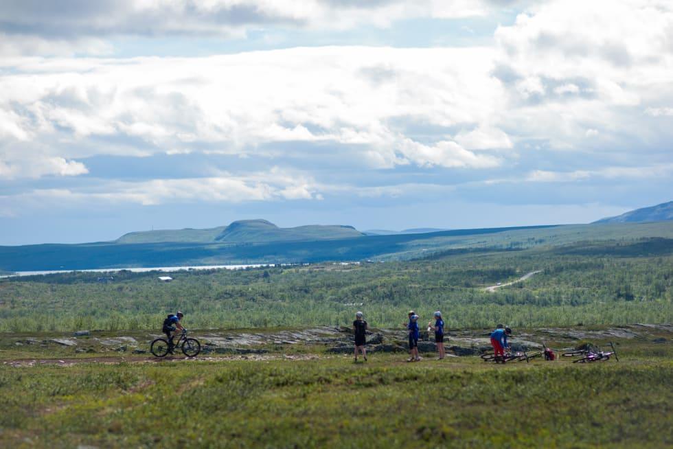 I 2015 innførte Offroad Finnmark kortdistansen OF150 på 15 mil. Det er denne distansen som først og fremst er blitt rittets folkehelsetiltak. Foto: Alexander R. Evensen