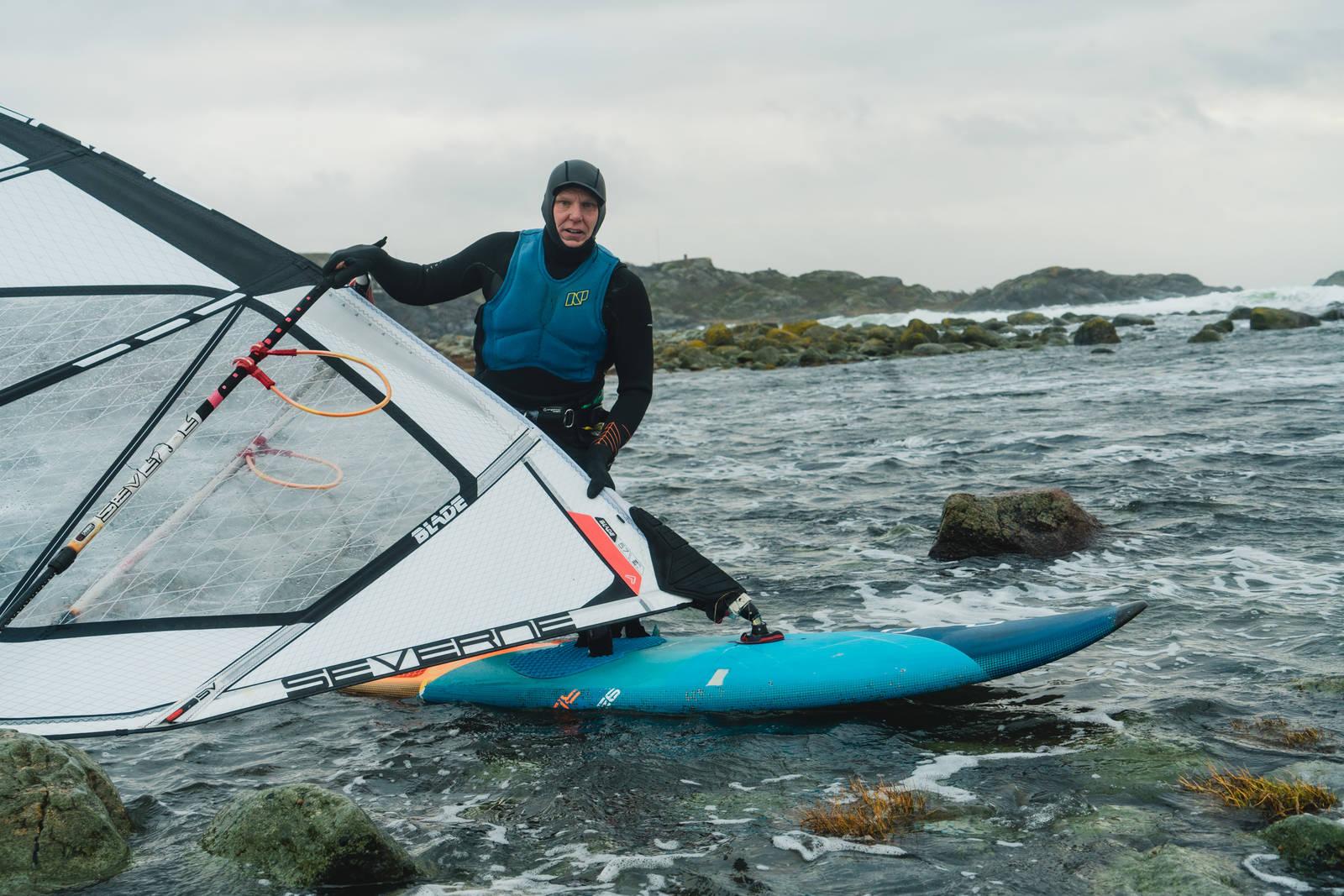 HEVDER SIN RETT: Windsurfer Olav Bleivik hevder at windsurfing alltid har vært lovlig på Saltstein. Bilde: Christian Nerdrum