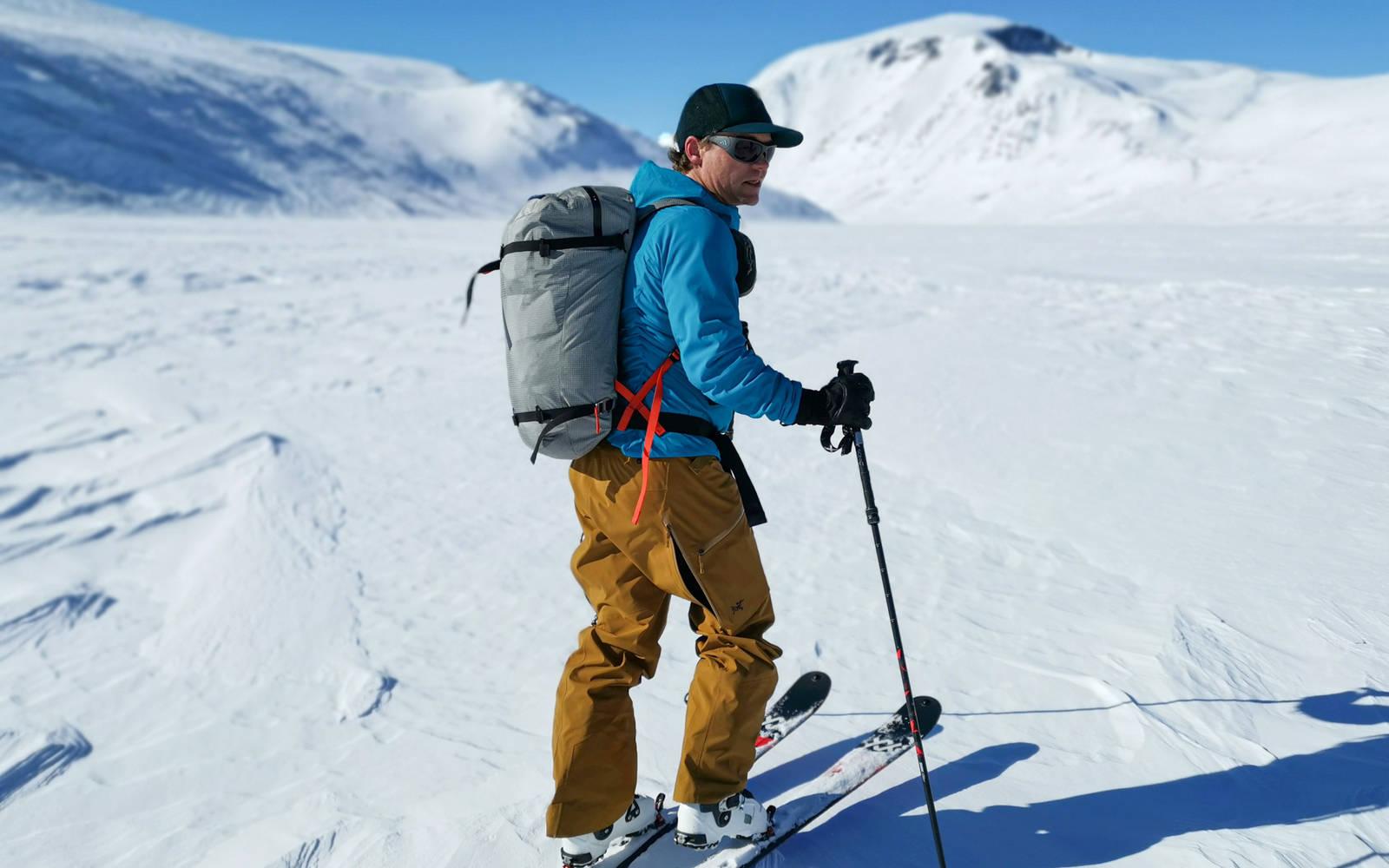 Stian Hagen på vei opp til Besshøe i Jotunheimen