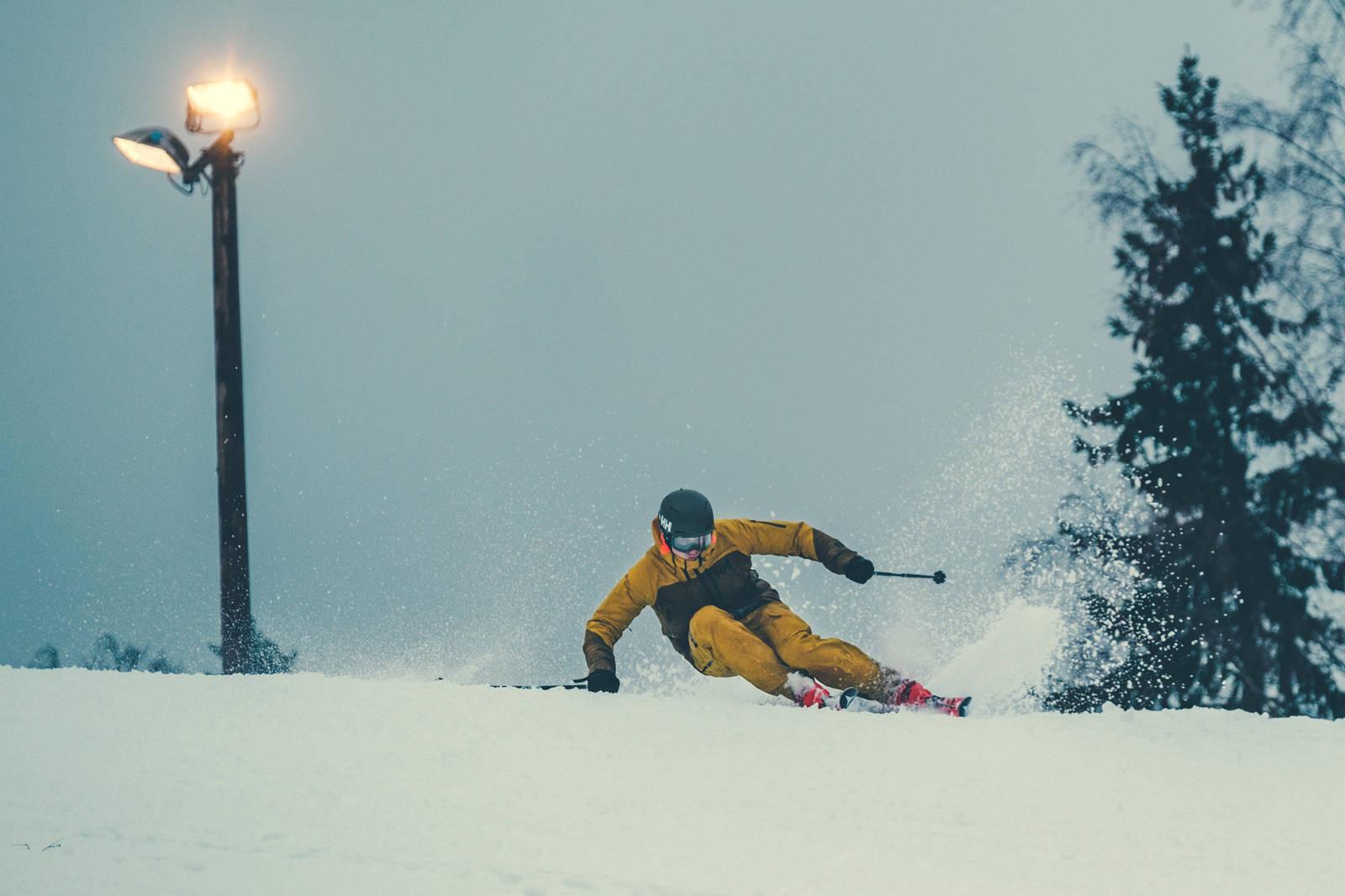 Øystein gjør mye riktig, men det er fortsatt mye potensiale å hente i både ski og utøver. Bilde: Bård Gundersen